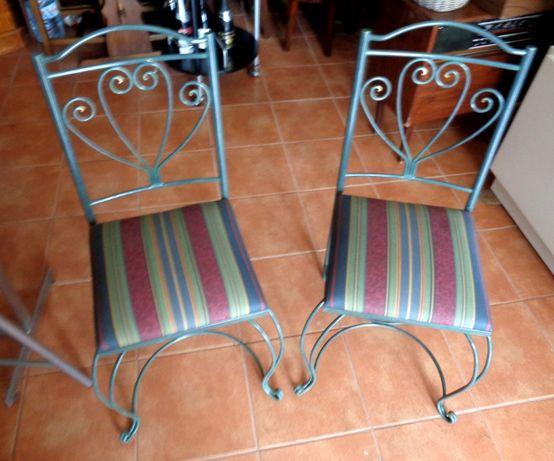 Cadeiras (2) novas, em ferro tecido estofadas NOVAS