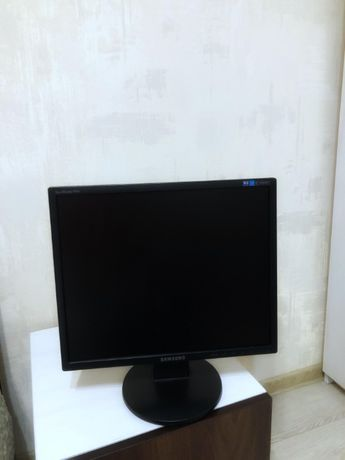 "Монитор 19"" Samsung SyncMaster 943N"