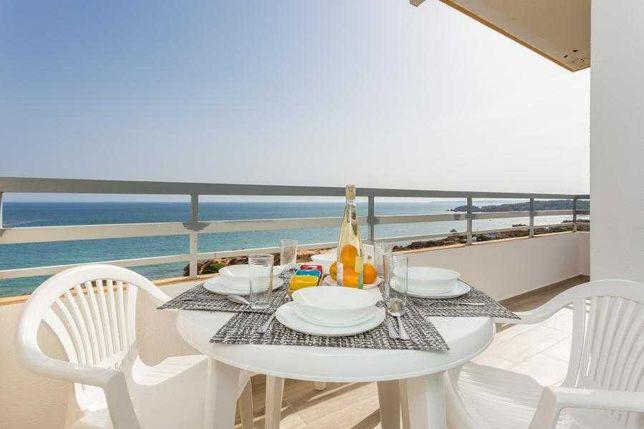 Apartamento T2 de Luxo em frente ao Mar -Piscina -setembro