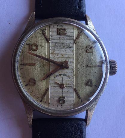 Relógio mecãnico antigo.