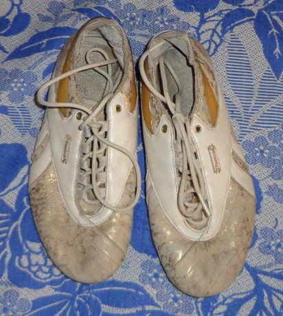 Кожаные кроссовки 37 размера