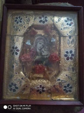 Старая икона в деревянной рамке