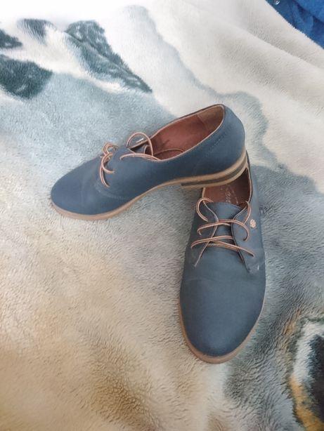 Продам закриті туфлі