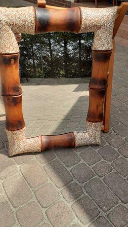Lustro w ramie z bambusa.