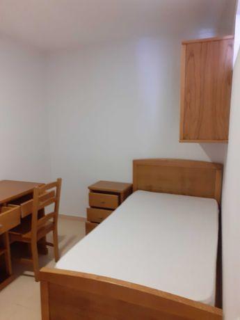 Alugam-se quartos a estudantes