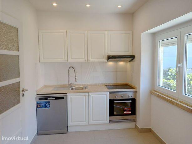 Apartamento T2 Totalmente Remodelado - Dafundo