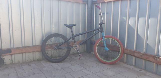 Продам трюковый велосипед/ бмх /bmx