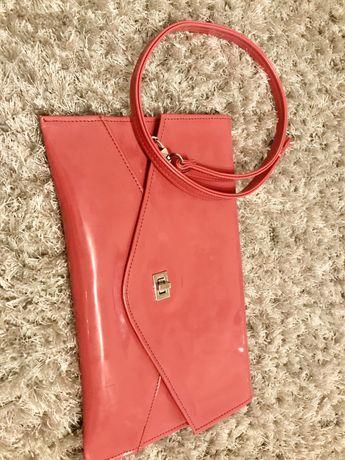Różowa torebka kopertówka
