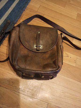 Stara skorzana torba listonoszka i na narzędzia stara