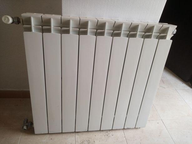 radiador usado, branco de 9 elementos de água quente
