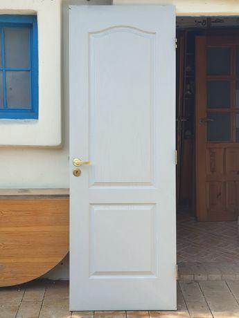 Drzwi wewnętrzne typy classic biało popielate bezprzylgowe