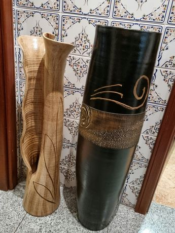 Dois jarrões decorativos