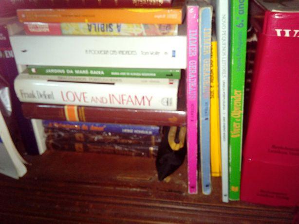 Livros portugueses e Ingleses