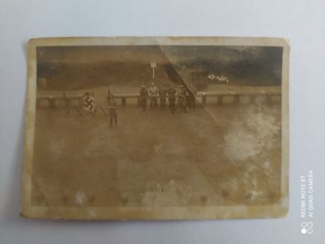 III Rzesza zdjęcie Wehrmacht wręczanie broni. Starocie, fotografia