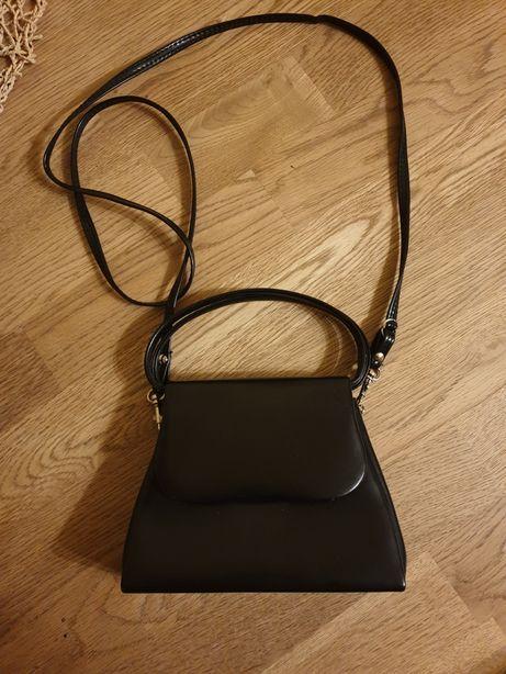 Torebka czarna na ramię elegancka