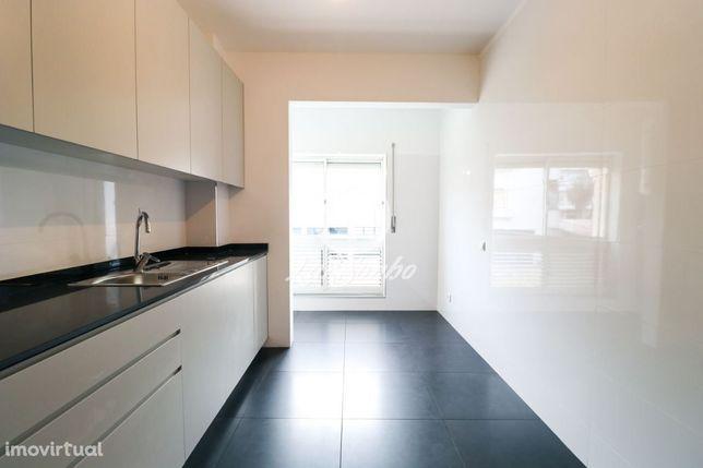 RENOVADO - Apartamento T2 - Urbanização dos Altos.