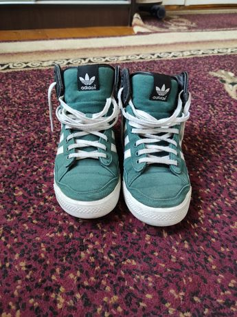 Продам кросівки Adidas оригіналу оригінал