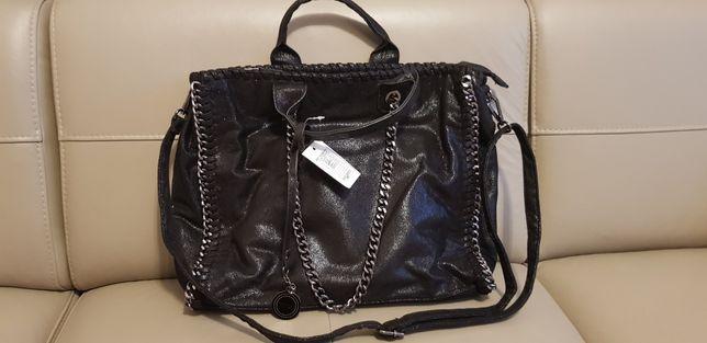 Duża modna czarna torebka