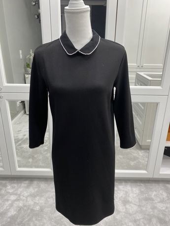 Czarna prosta sukienka z kołnierzykiem Mohito