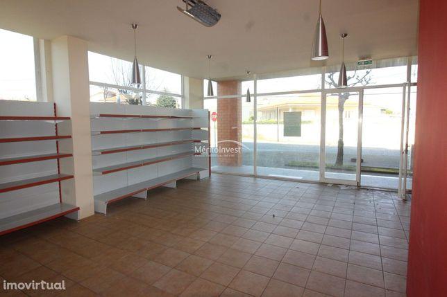Loja com área útil de 58.5M2 na freguesia de Couto, Santo Tirso