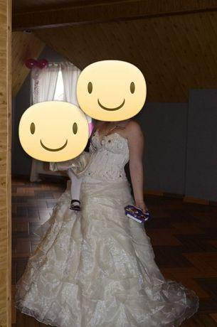Suknia Ślubna z Kamieniami Svarowskiego