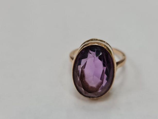 Wyjątkowy złoty pierścionek/ 585/ 7.18 gram/ R18/ Ametyst/ Ręczna