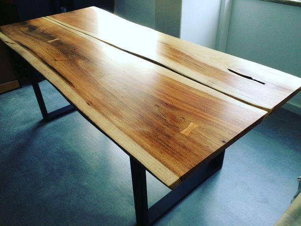 Mesa de jantar de borda orgânica, madeira maciça, feita á medida