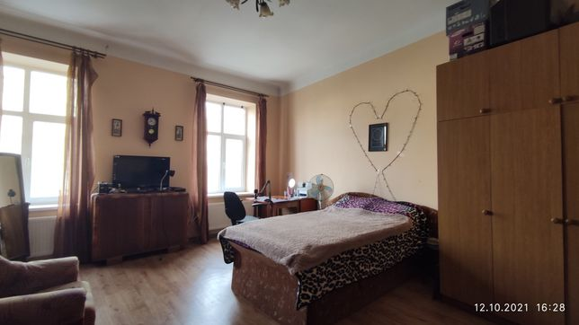Продам 1 кімнатну квартиру в центрі, на пл. Соборній