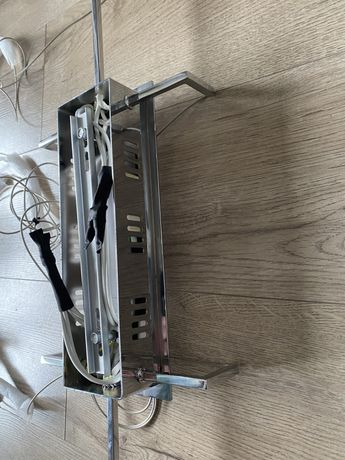Lampa sufitowa zwisajaca z 6-ma kostkami krytalowymi