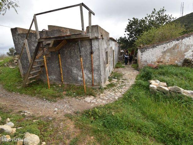 Vende se terreno com ruína no concelho de Olhão