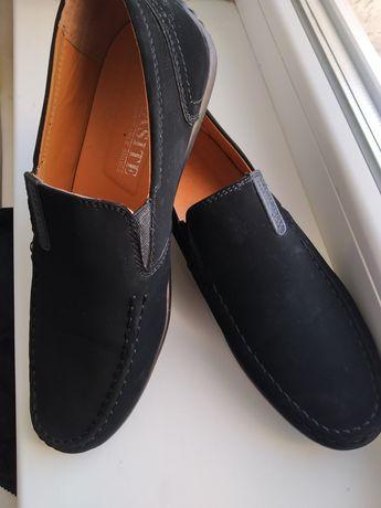 Туфли на подростка в идеальном состоянии. 39 размер.