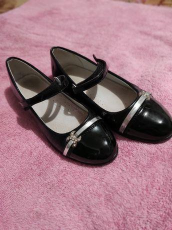 Дитяче взуття. Туфлі