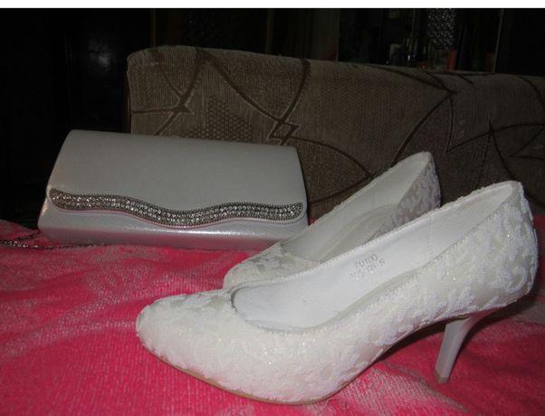 Продам свадебные туфли 35 размер