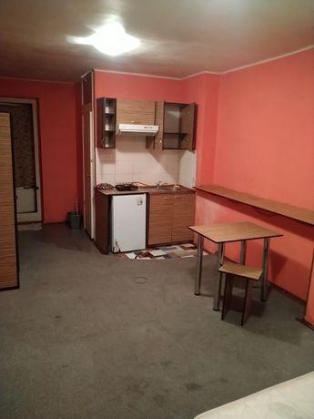 Небольшая,чистая отдельная студия в част доме,без %,хозяин. Куренёвка.