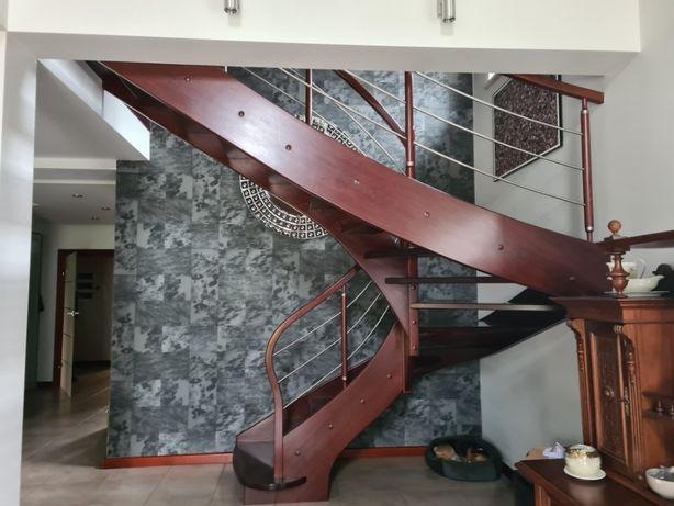 schody dębowe w dobrym stanie