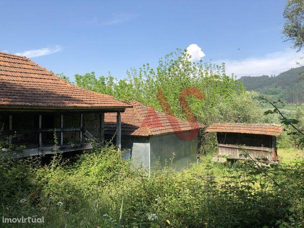Moradia para restauro em Carvalho, Celorico de Basto
