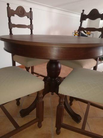 Mesa de Sala Jantar extensível + 4 cadeiras