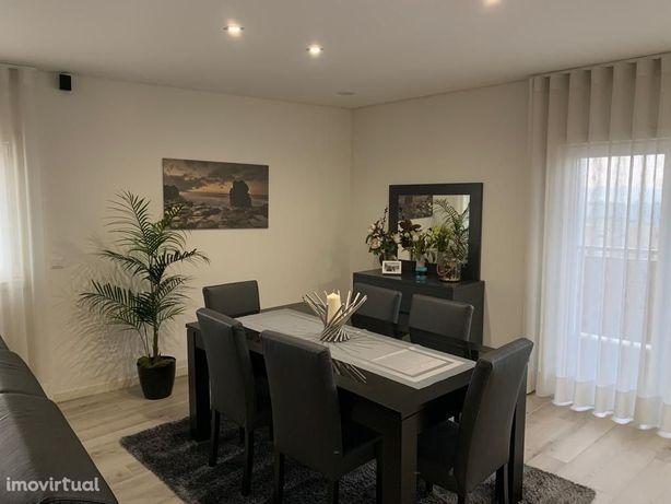 Apartamento T2 em prédio moderno | CTT Maximinos