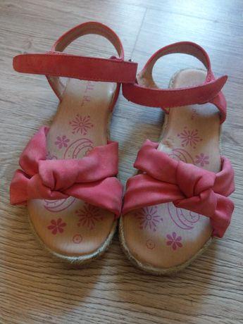 Sandalki rozowe jak nowe