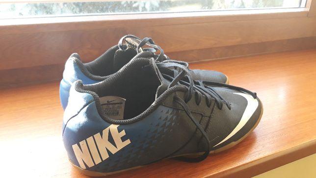 Buty halówki firmy Nike rozmiar 42