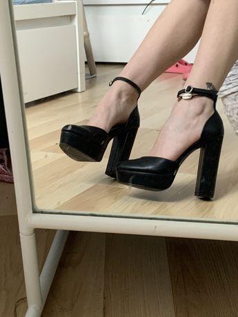 Sandałki szpilki na slupku