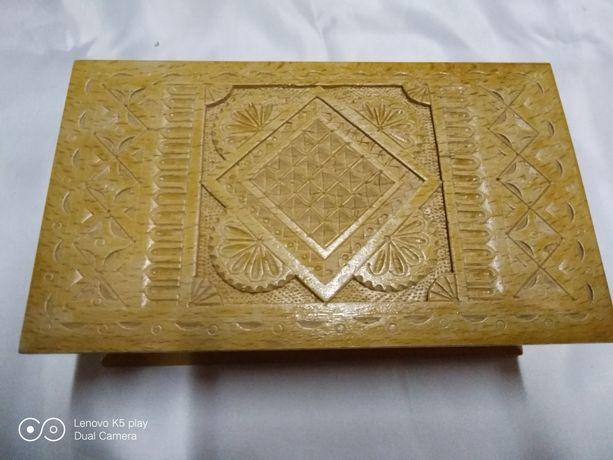 Шкатулка деревянная резная (ручная работа).