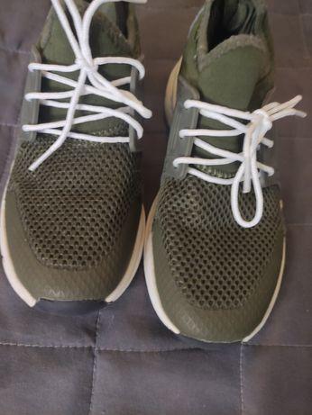 Продам кроссовки в сетку