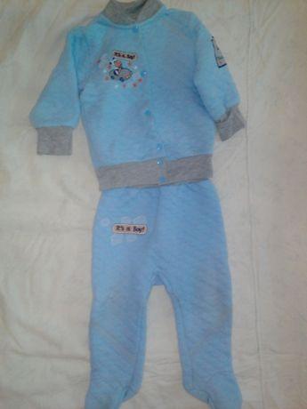 Продам классный фирменный костюмчик. 6 - 9 месяцев.