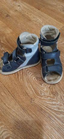 Продам кожаные ортопедические сандалии, носили только в помещении