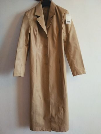 Wiosenny długi płaszcz Camel z metką
