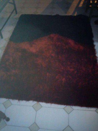 carpete vermelha e preta