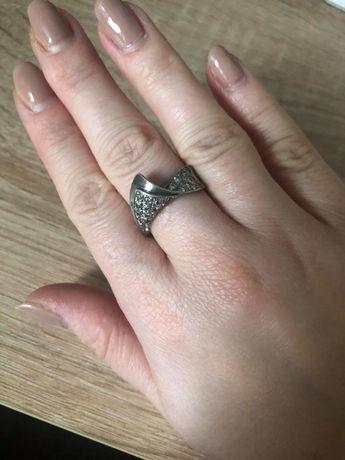 pierścionek z cyrkoniami srebrny