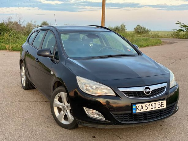 Продам Opel Astra J Sports Tourer