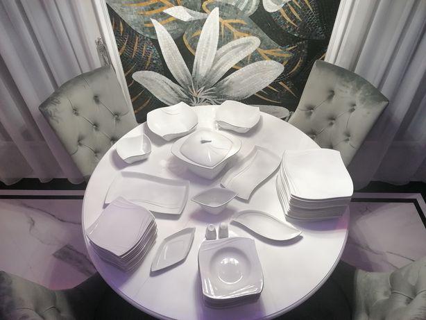 Serwis stołowy z porcelany marki Fyrklövern dla 12-stu osób.